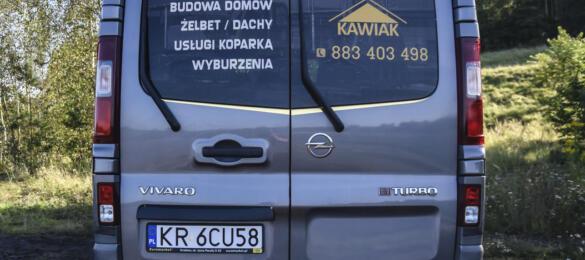 Złoty chrom - reklama na samochodzie